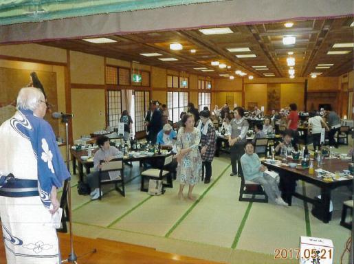平井会長と輪踊り